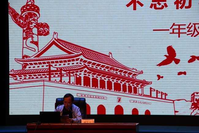 毕节市关工委副主任潘军伟作家风家教宣讲.JPG